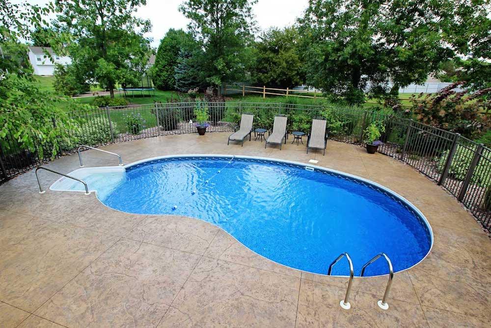 Mengenal tipe desain dan style kolam renang kolamrenangpro for Putting a pool in your backyard